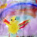 Варя Цыплёнок в травке ищет семечки